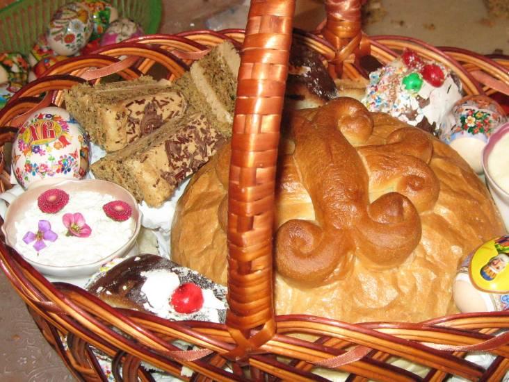 Великодні паски святитимуть на пекарських підприємствах і доставлятимуть додому