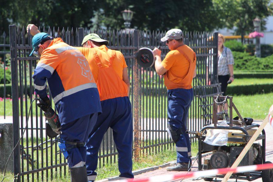 На прохання полтавців огорожу навколо монумента Слави в Корпусному парку демонтують