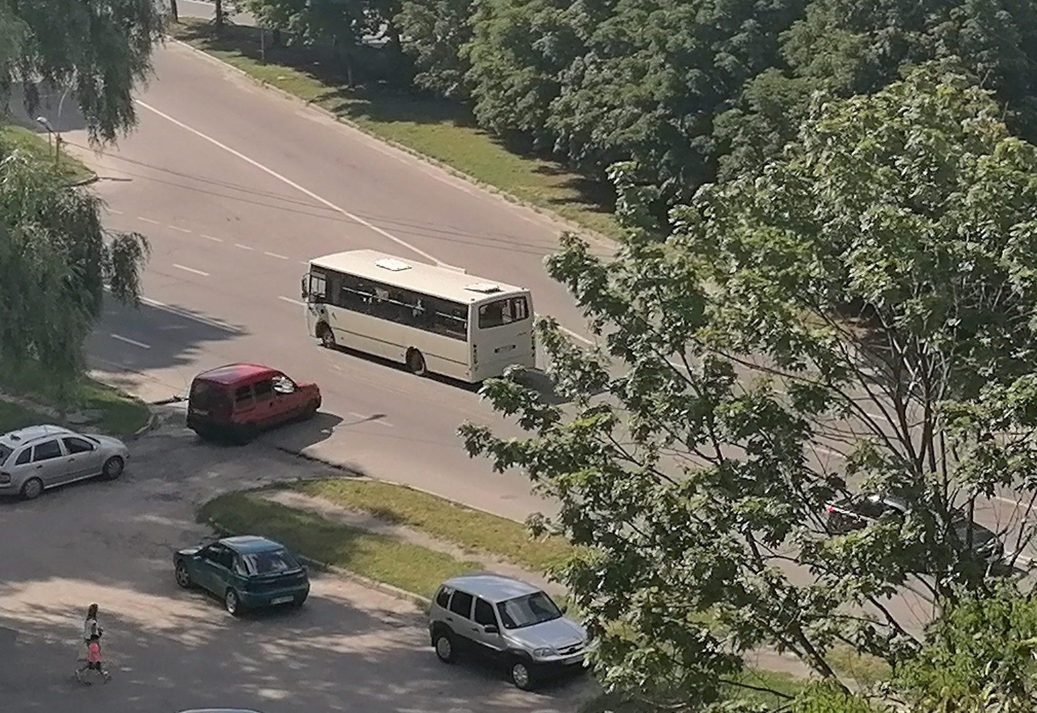На 12-ий маршрут у Полтаві повернуть комунальний автобус, а на 25-ий поставлять іще три