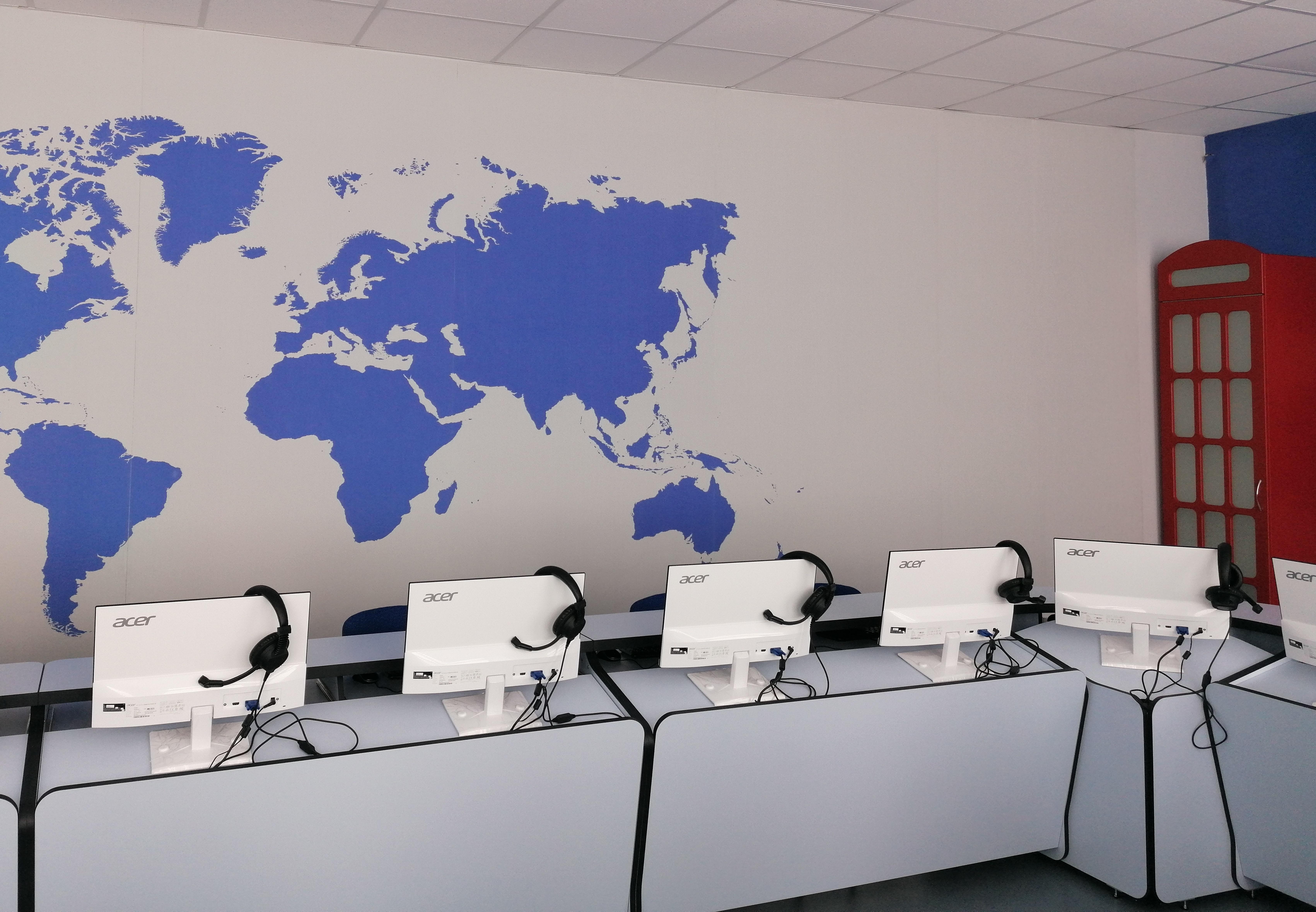 У Полтаві презентували нові лінгафонні кабінети
