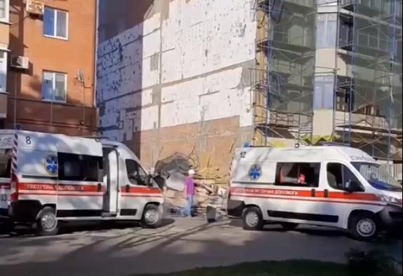 У центрі Полтави обвалилося риштування. Постраждали чотири людини