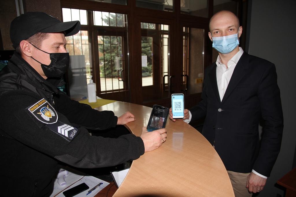 Відвідувачів Полтавської облдержадміністрації ідентифікують через «Дію»