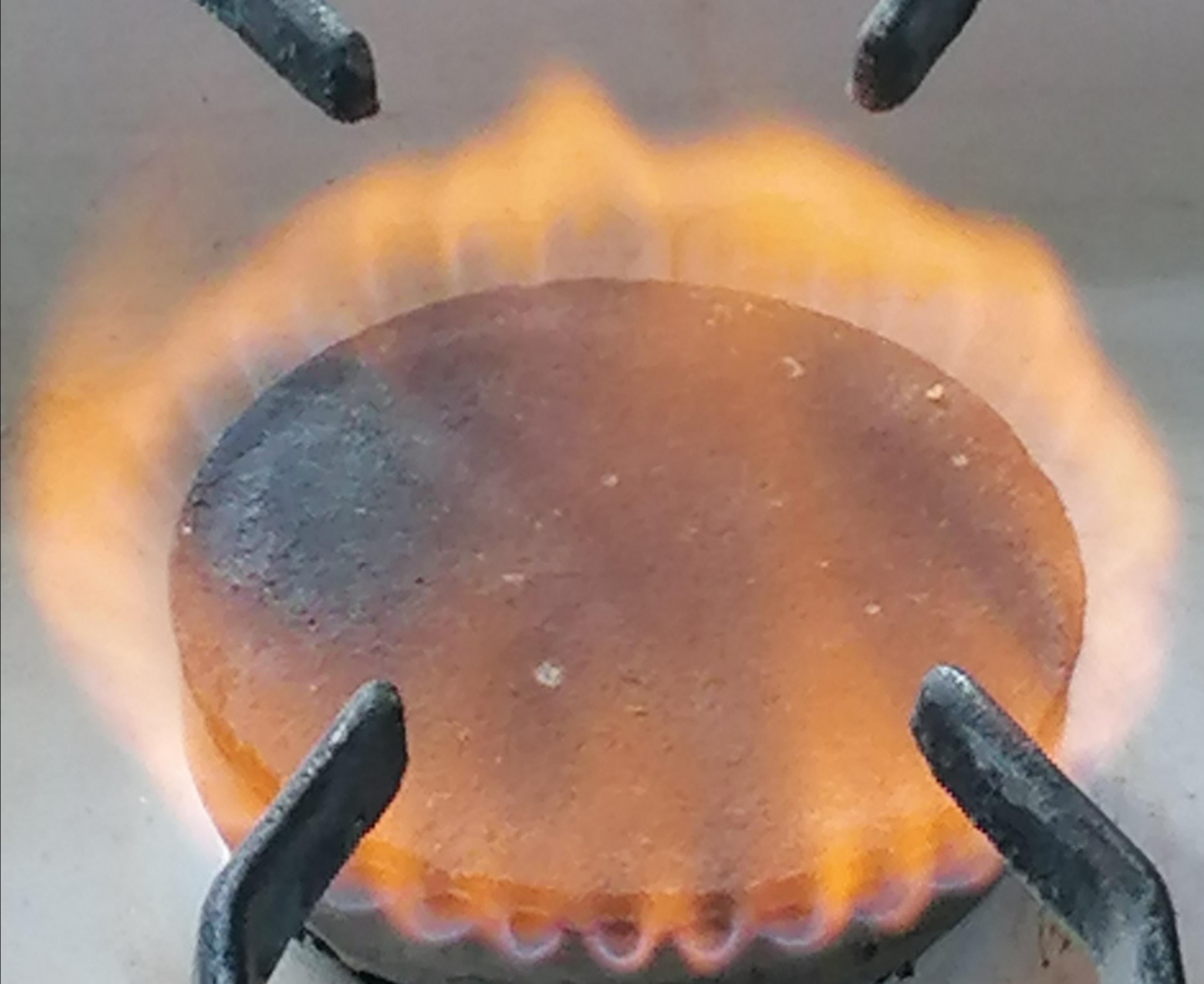 Газова плита дає помаранчеве полум'я – не отруїться чадним газом!