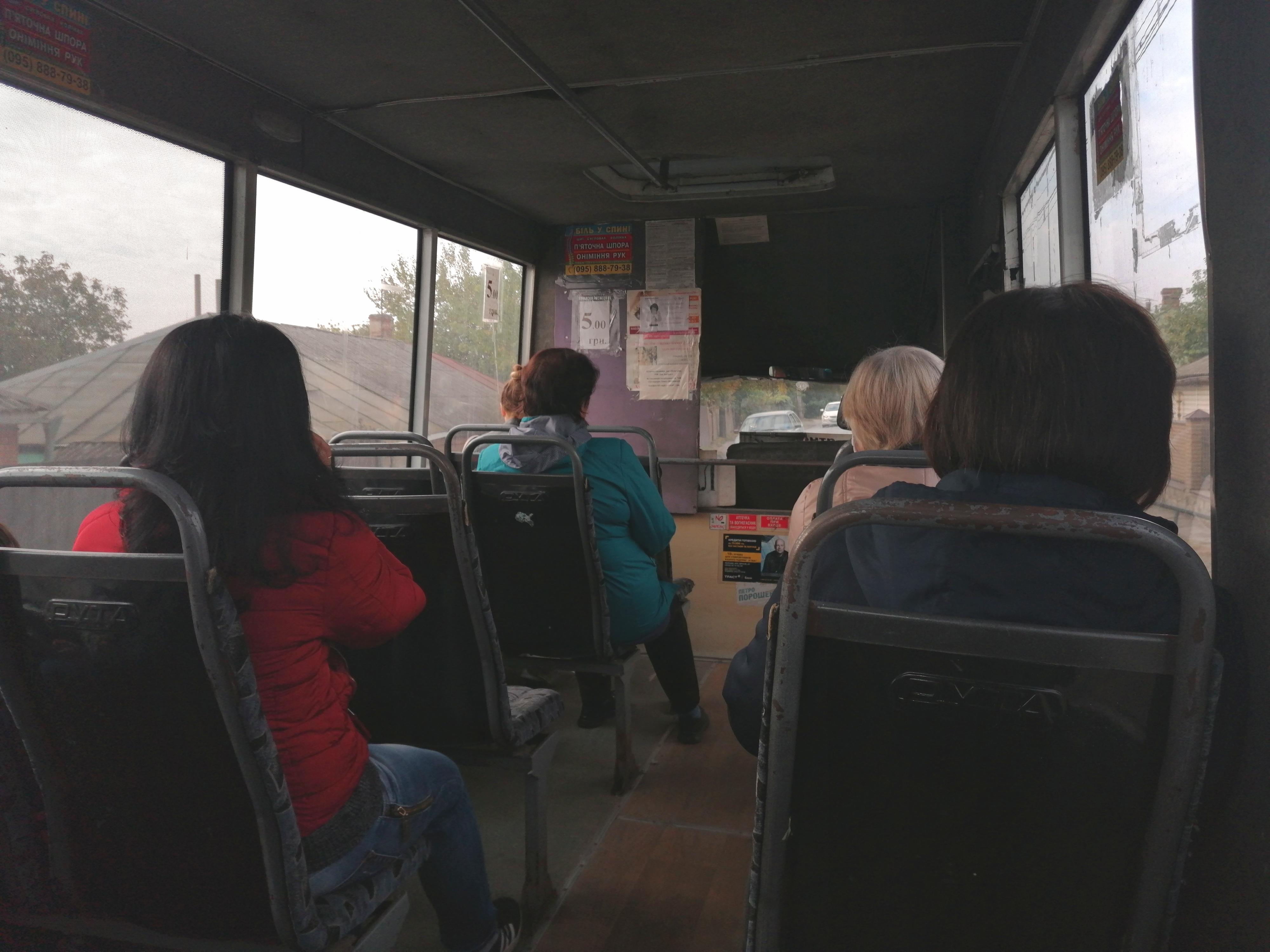 У транспорті Полтави їздить більше ніж десять осіб?