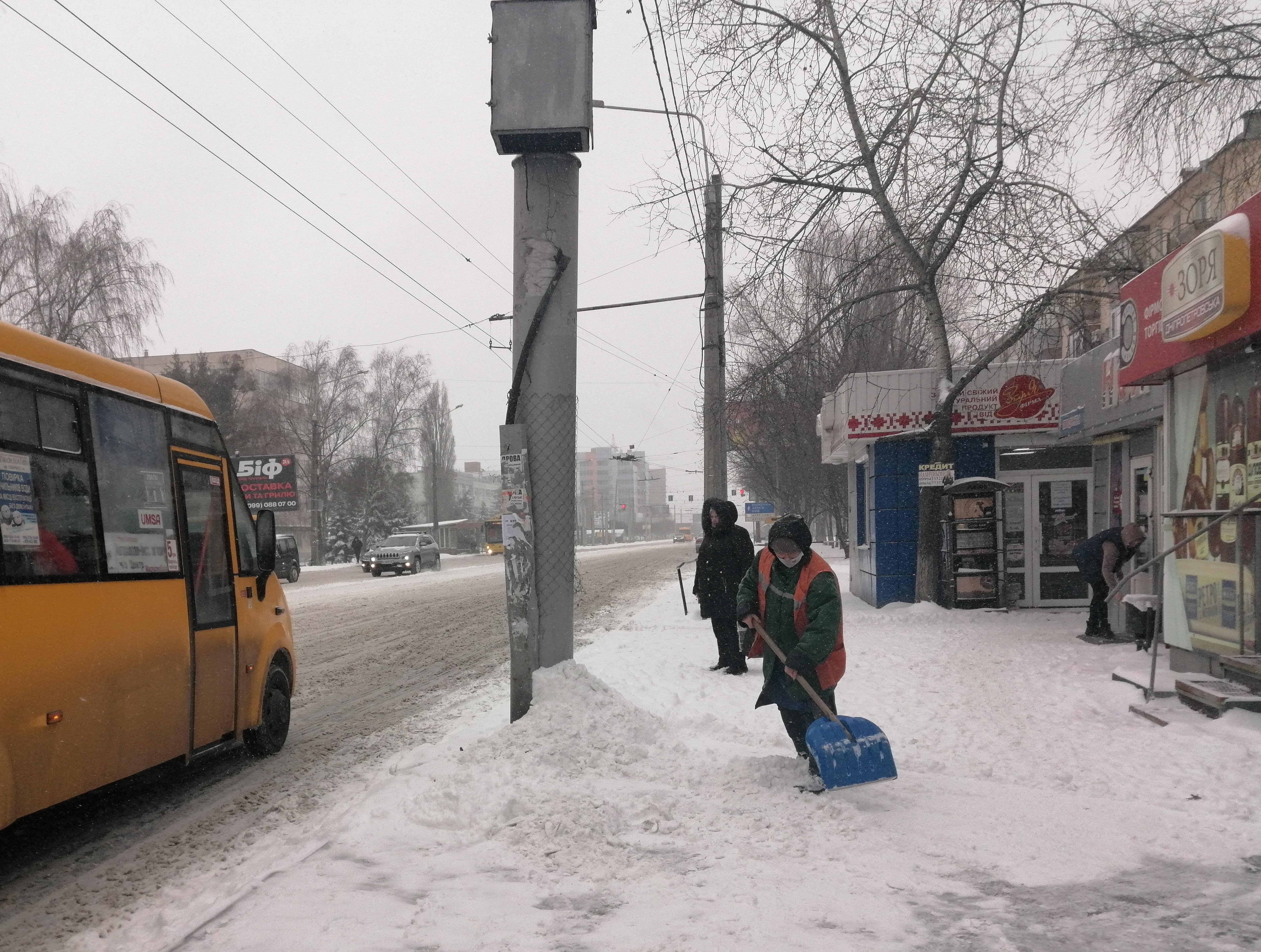 Как в Полтаве и области со снегом боролись