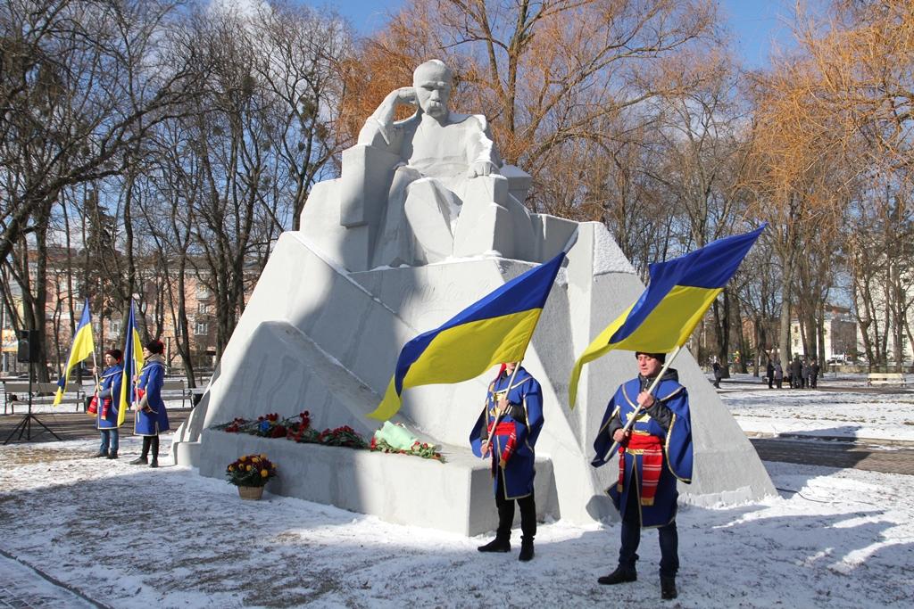 В Полтаве традиционно почтили память Тараса Шевченко