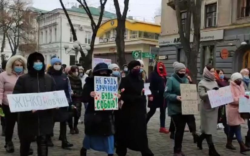 На Марш женщин в Полтаве собралось более полусотни участниц