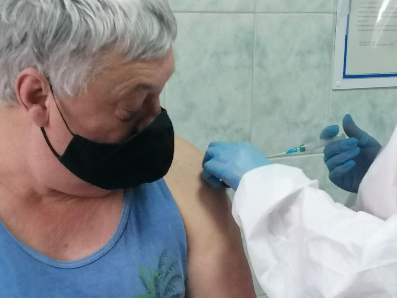 Кому будут делать прививки новой вакциной, что скоро прибудет на Полтавщину