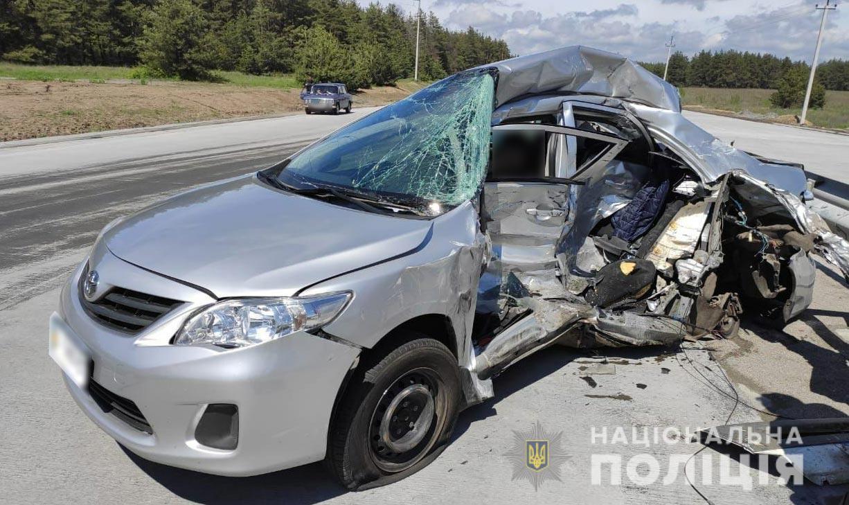 На трассе Решетиловка – Днепр грузовик врезался в авто полтавских журналистов