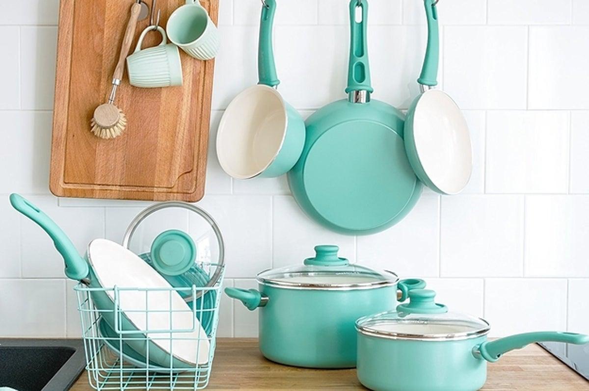 Фото набора кухонной посуды бирюзового цвета