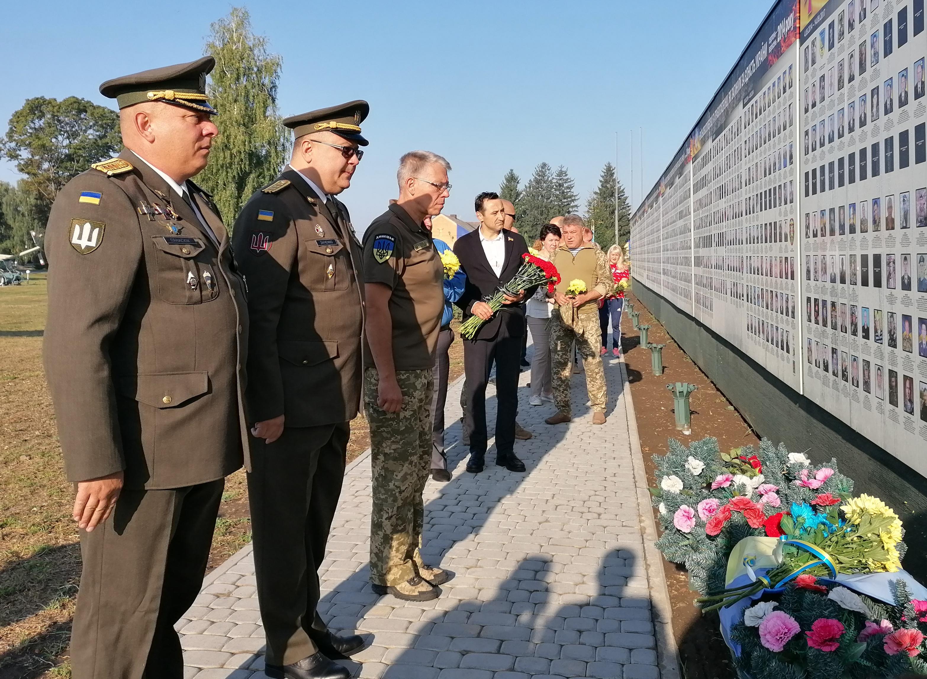 У Полтаві вшанували пам'ять загиблих воїнів (фото)