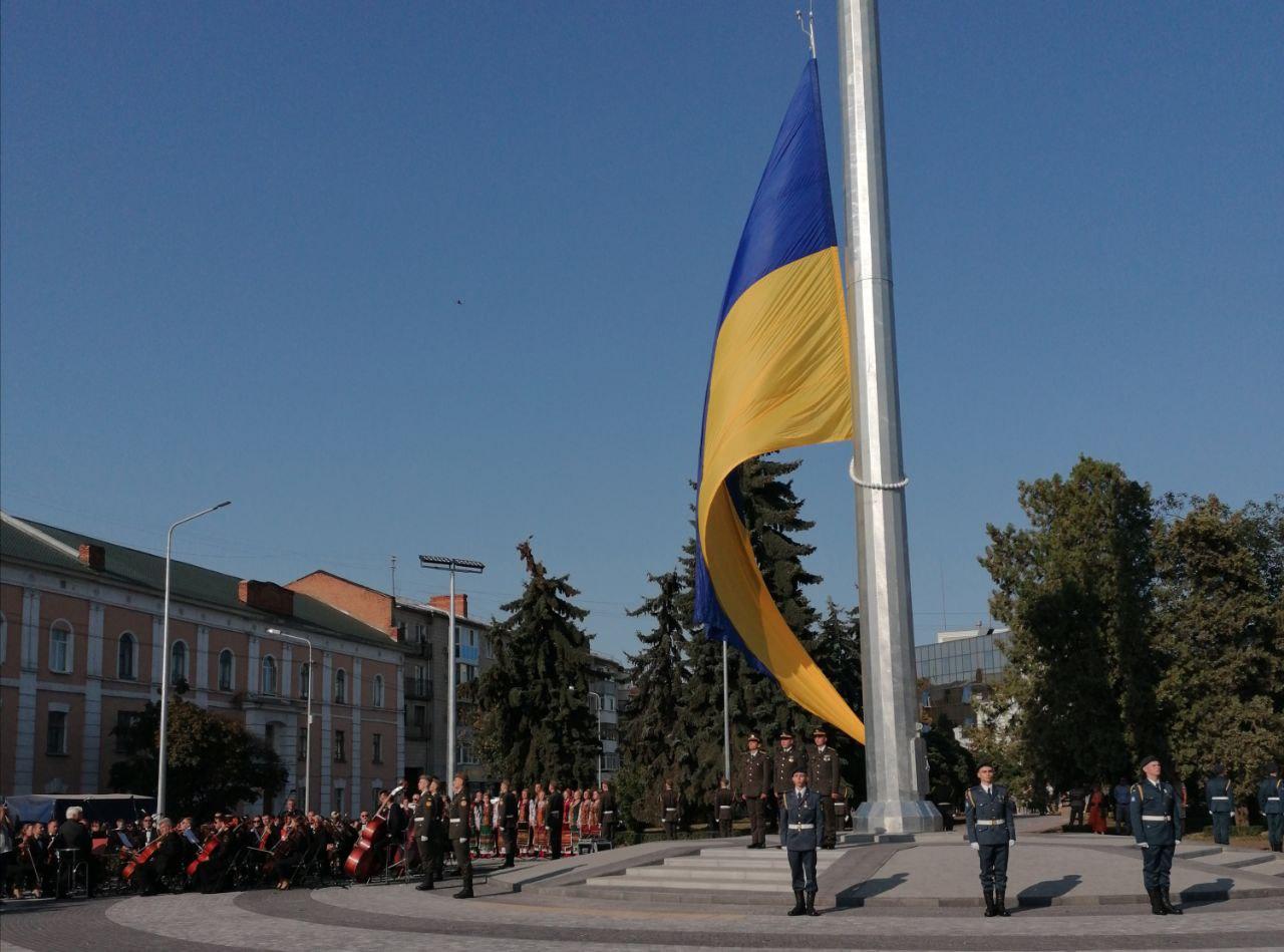 У Полтаві зібралися підняти найбільший в області прапор