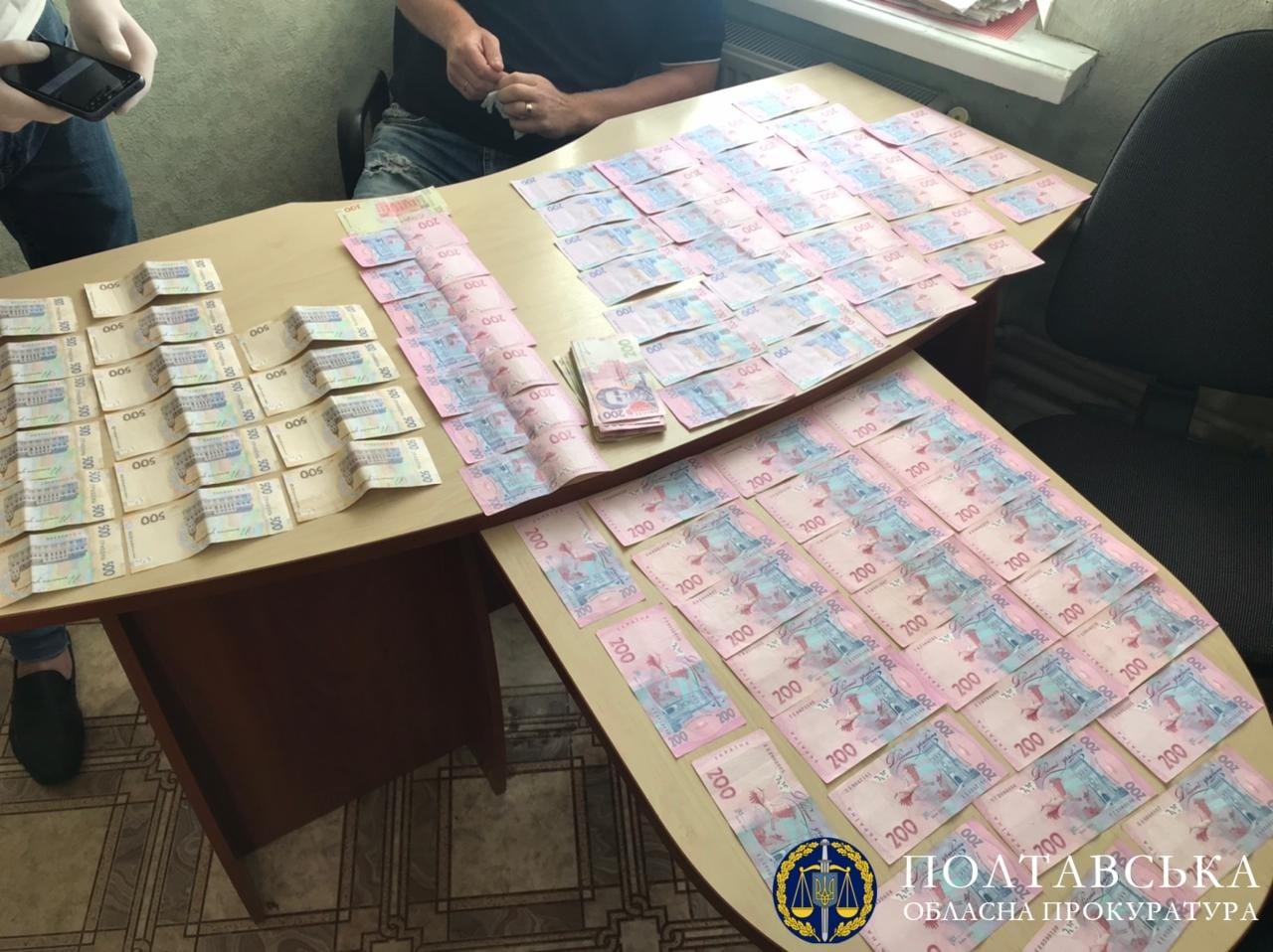 У Полтаві викрили працівників комунального підприємства ритуальних послуг на хабарництві