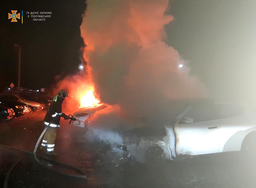 Пожежа на Огнівці в Полтаві знищила шість машин. Підпал?
